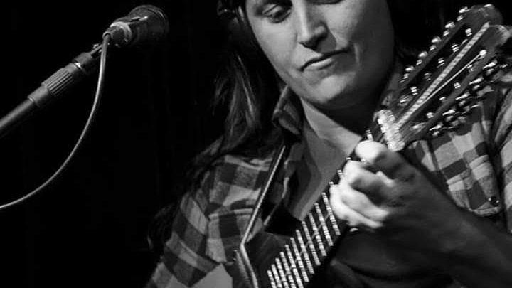 29 de Febrero en Amigos de Merlo Dafne Usorach celebra sus diez años como cantautora con la grabación y filmación de su sexto disco en vivo